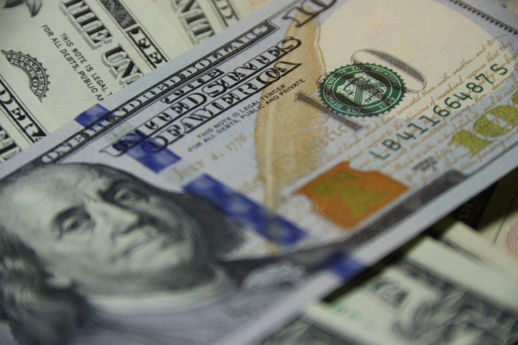 将来の不安を無くして貧乏人を脱するためにはお金の知識をつけよう