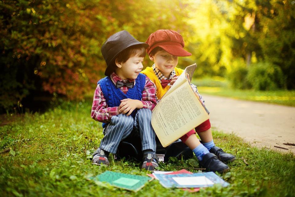 自分の好きな本を読んでいる人には、見知らぬ人でも妙な親近感を覚える