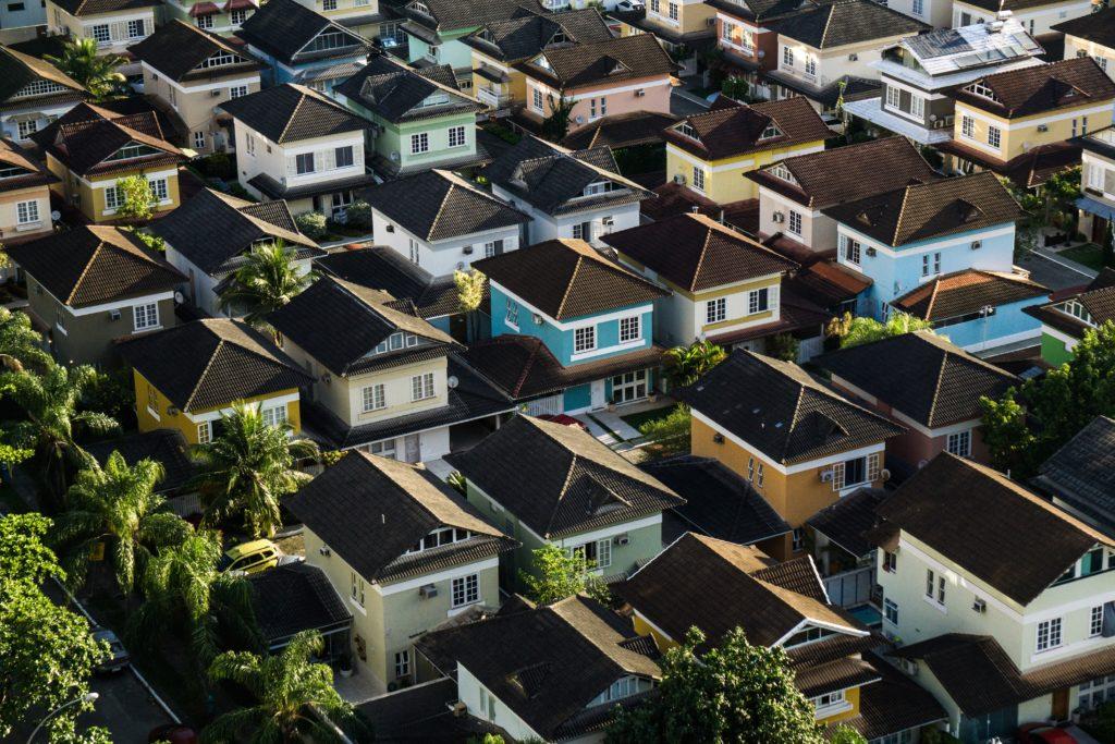 9兆円資産の大富豪ウォーレン・バフェットは2700万円ほどの家に住んでいる