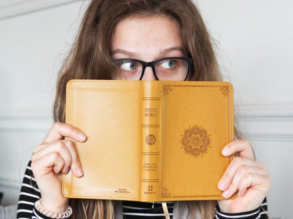 読み過ぎで、頭が疲れ、目が痛くなり、肩がだるくなり、限界がきてもなお読む。そして後悔するけど満足する