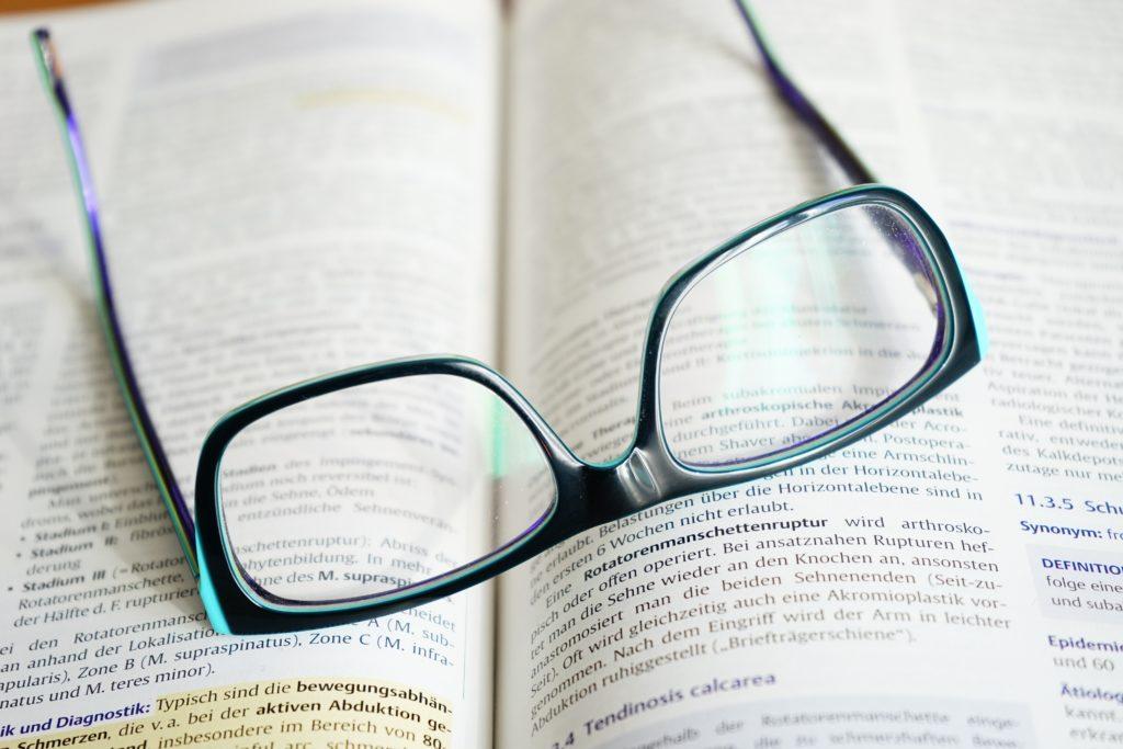 仕事の収入が少ないなら今すぐ勉強+副業をすべき理由