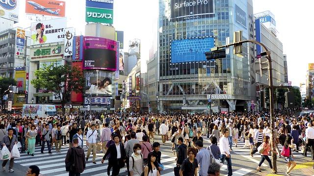 ビルゲイツは日本のサラリーマンの年収の中央値を何時間で稼ぐのか?