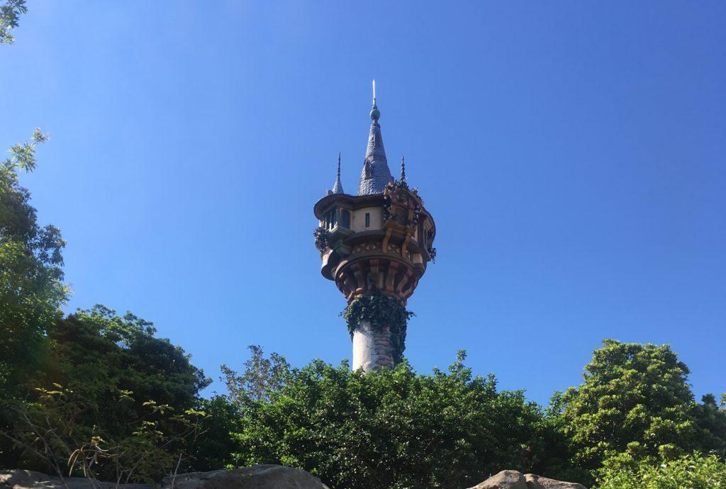 「塔の上のラプンツェル」の映画あらすじ