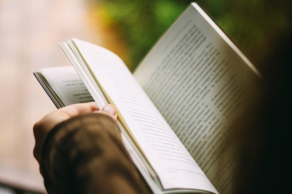 本を読む暇がないなら、PCを閉じつつ、今すぐ10分でも読書を始めよう