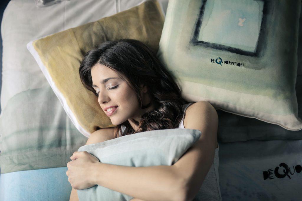 早起きのデメリットは早く眠くなることです