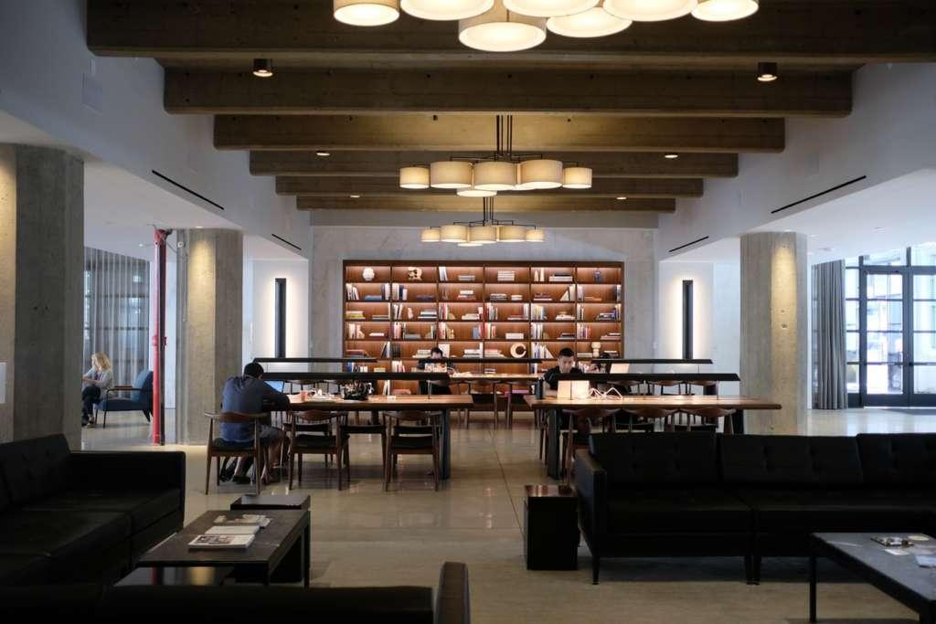 2位 大学図書館 ☆☆☆☆