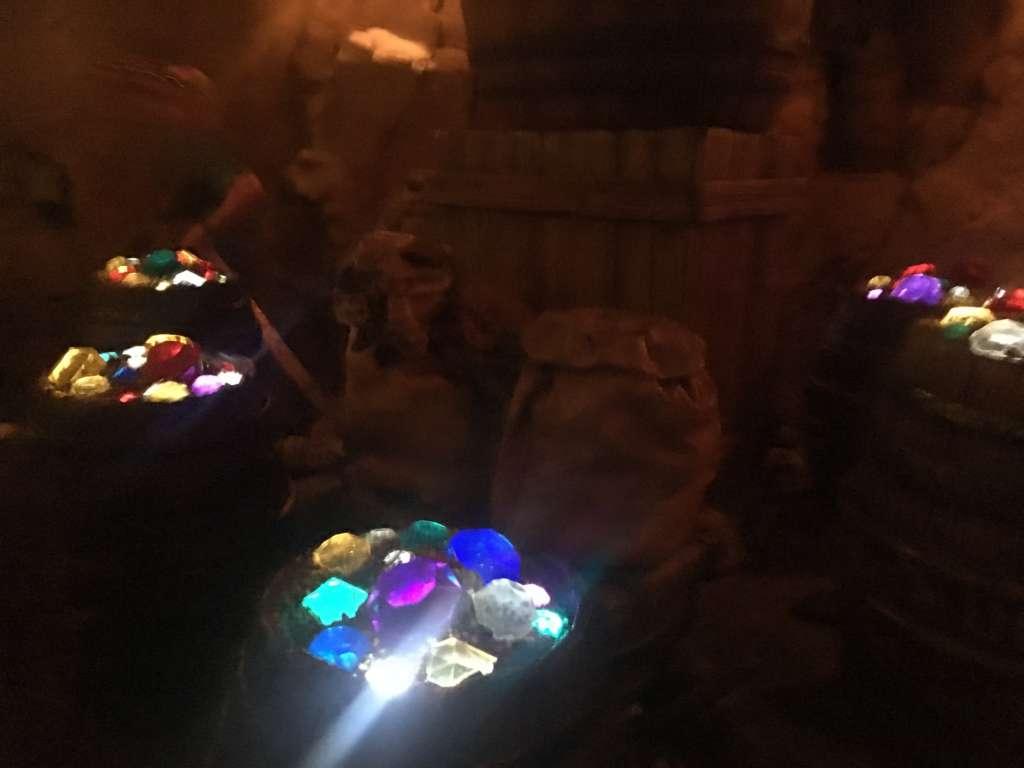 鉱山の中に隠れるダイヤやゲームを楽しみ