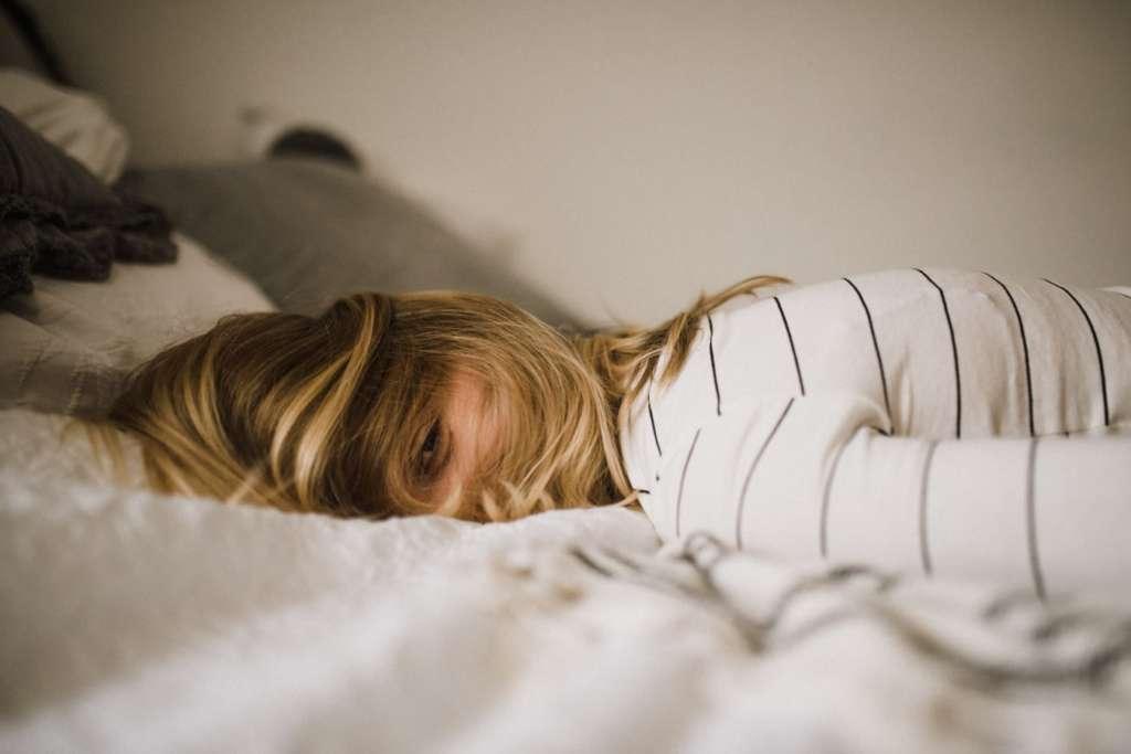 本を読むと眠くなる理由